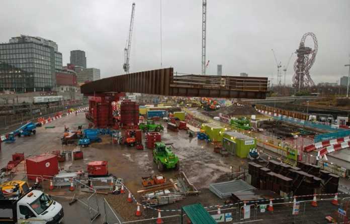 Video   Graham installs Olympic Park bridge on Christmas Day