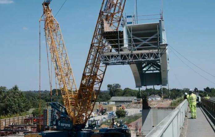 Video: Balfour-Vinci defy covid with huge M4 bridge lift