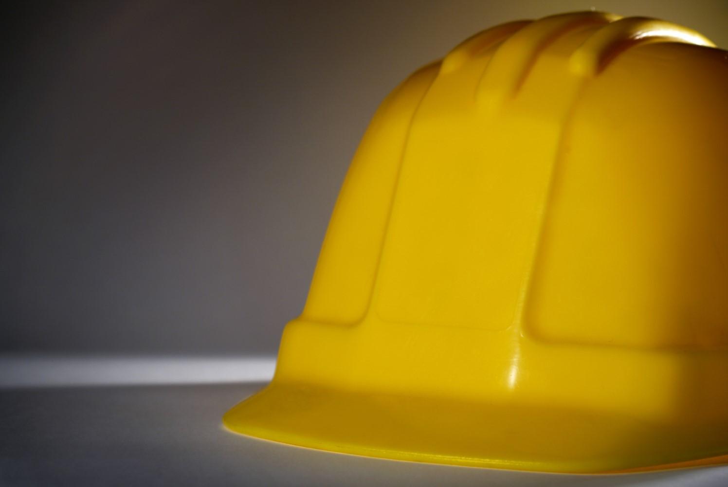 Head injuries warning for construction hard hats