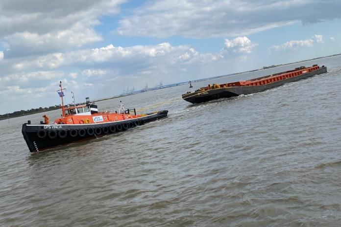 Tideway tug fuelled by hydrogen-treated vegetable oil